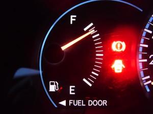 燃料の給油口は右側?左側?