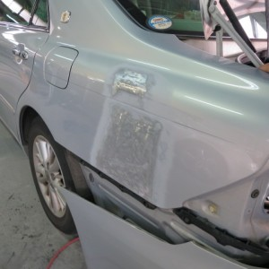 トヨタクラウン クォーターパネル鈑金塗装