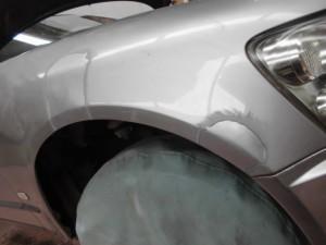 日産ステージア フェンダーのヘコミ 板金塗装修理