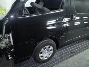 ハイエース フロントバンパー修理・塗装 左フロントドア板金・塗装修理