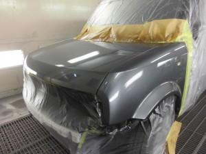 日産キューブ ボンネットとフェンダーの板金塗装修理