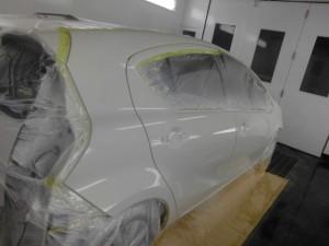 トヨタ アクア 側面のキズヘコミ修理