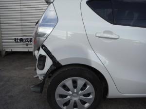 リヤフェンダー修理 トヨタ アクア