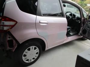 【ドアのヘコミ修理】駐車場でつけられた車のキズヘコミ修理