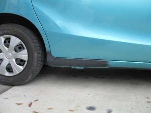 【ステップ修理金額】縁石にぶつけてしまった車のステップをキレイに修理