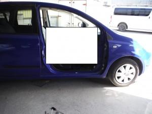 リサイクル部品で安く直す  埼玉県春日部市 日産ノート 運転席ドア取り換え