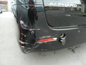 アルファードリア部分自爆事故