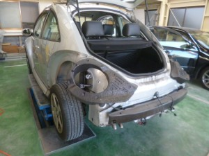 VW ニュービートル リヤバンパー交換