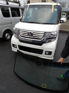 NBOXカスタム フロントガラス飛び石 交換