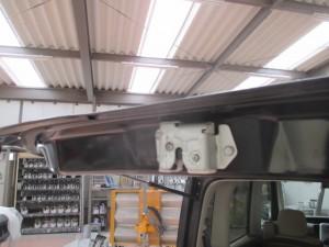 ダイハツタント リヤゲート凹みの板金塗装修理