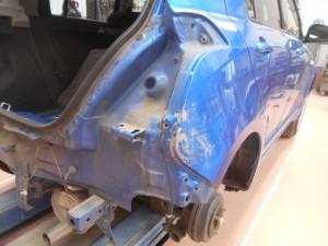 スズキスイフト 大きなヘコミの板金塗装修理