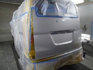 埼玉県桶川市/NV200リヤゲート板金・修理・塗装