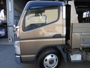 三菱 キャンタートラック鈑金塗装